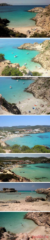 На Ибице есть несколько самых естественных и древних пляжей в Европе, находящихся среди скалистых песчаников. Есть места, куда можно уплыть и уединеннившись позагарать и понырять. Кала Тарида, остров Ибица, Испания