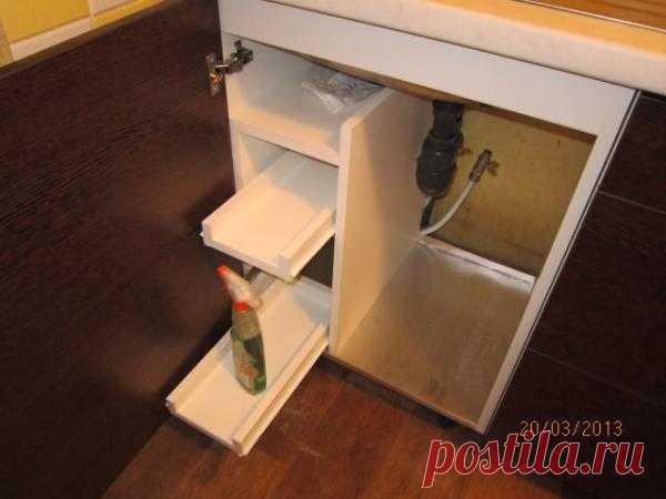Выдвижные полки для моющих на кухне... Сам делал...