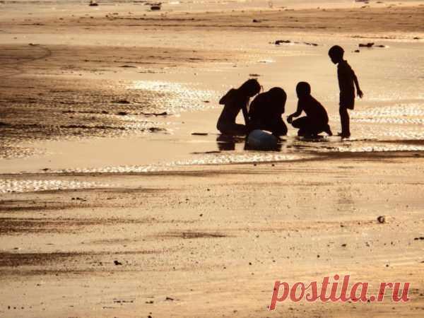 Игры на пляже ☀ для детей, во что поиграть ребенку на море