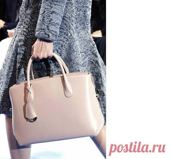 40 лучших сумок Недели моды в Париже. Что будет актуально осенью 2013. Dior