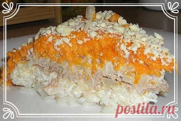 Слоеный салат «Мимоза» с рыбой и рисом   Ингредиенты:  Рыбные консервы 250-300 г.  Яйца 5 шт.  Показать полностью…
