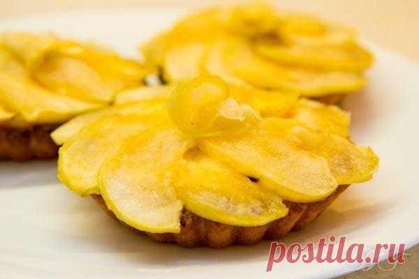 В желтом цвете: Тарталетки с заварным кремом под яблочной салфеткой