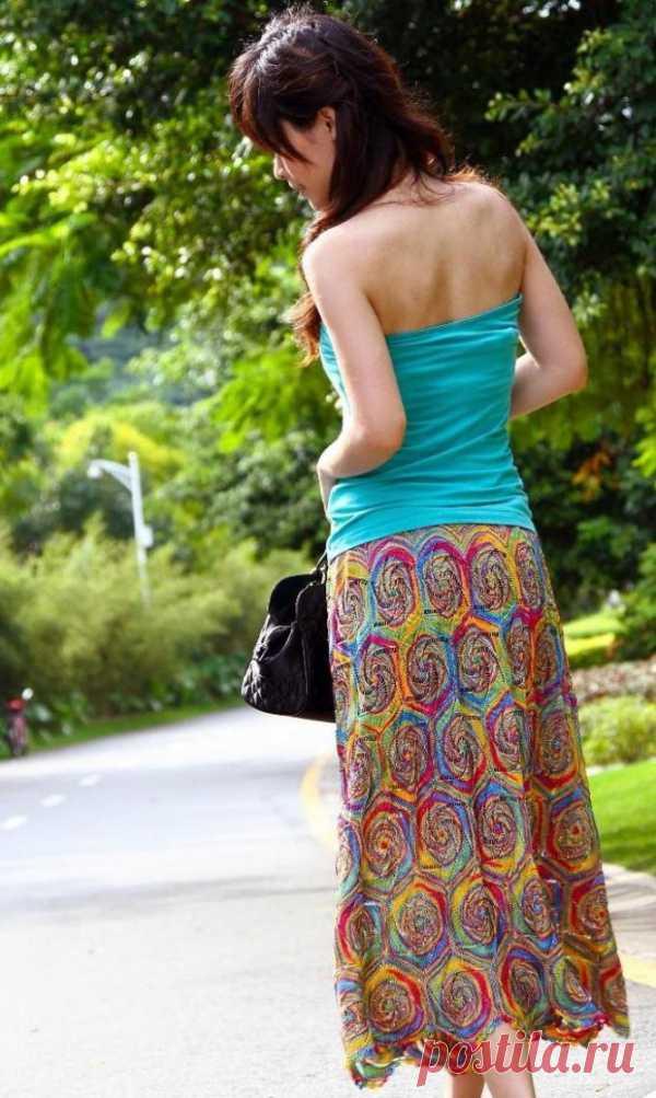 """""""Цветная спираль"""". Яркая юбка связана крючком. Справится даже начинающий."""