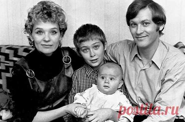Светлана Светличная и Владимир Ивашов с детьми