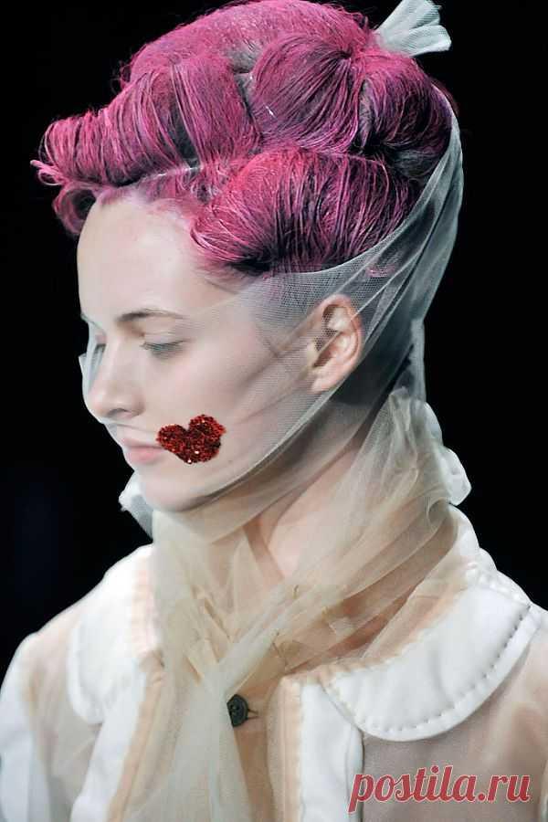Поцелуй на показе Comme des Garcons / Креатив в моде / Модный сайт о стильной переделке одежды и интерьера