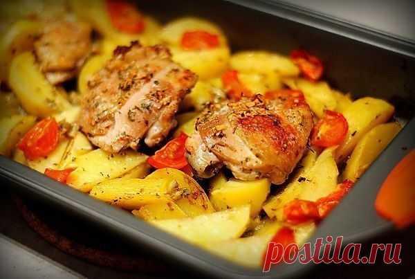 Курица маринованная в кефире, запечённая с картофелем с травами и чесноком | ВКУСНО ПОЕДИМ!