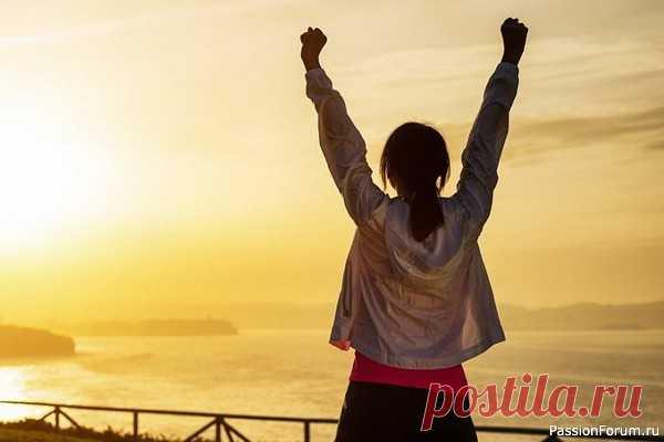 Дофамин – предвещает хорошее Дофамин – нейромедиатор, который на пару с серотонином мотивирует и поощряет. При его недостатке развивается свойственная депрессии апатия. Но у него есть и менее известная роль.  Помните это сладкое чувство перед праздником или приездом любимого человека? Предвкушение чего-то хорошего –...