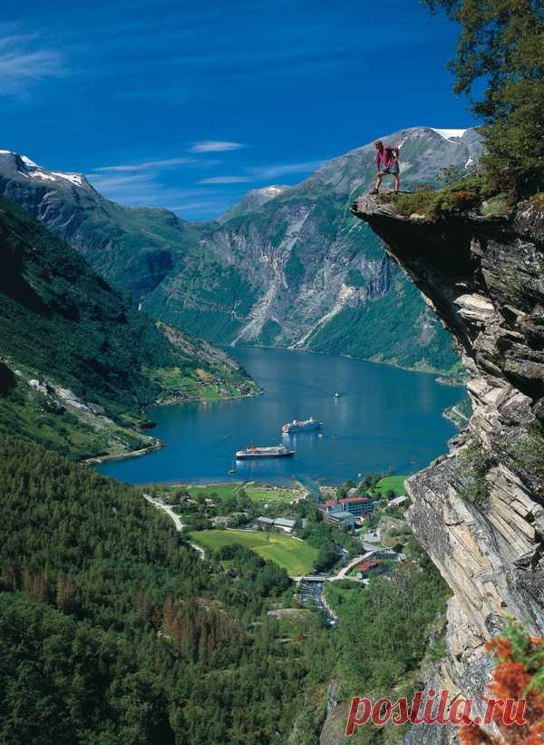 Опасные и красивые скалы. Гейрангер-фьорд, Норвегия