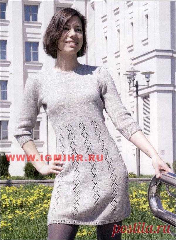 Платье с узорными дорожками.