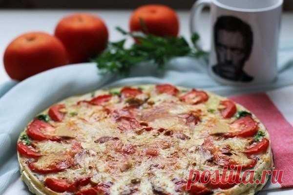 Французская кухня всегда удивляла: вкусный и быстрый киш с грибами и помидорами    Вкусно и на завтрак, и на обед, и на ужин !           Ингредиенты: слоеного дрожжевое тесто — 1 листопята (или шампиньоны) — 400 глук — 1 головкасыр — 100-150 гмолоко — 1/2 стаканаяйца — 2 штпомид…