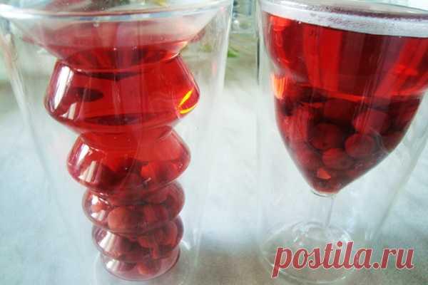 Компот из замороженной вишни рецепт с фото пошагово как сварить Наш садовый участок дает очень богатый урожай. Каждую осень я стараюсь замораживать как можно больше плодов, чтобы потом, на протяжении всего года, варить компоты и печь пироги из экологически безопасных фруктов и ягод. Вот сегодня и сварим прекрасный напиток - заодно и рассмотрим, как приготовить компот из замороженной вишни...