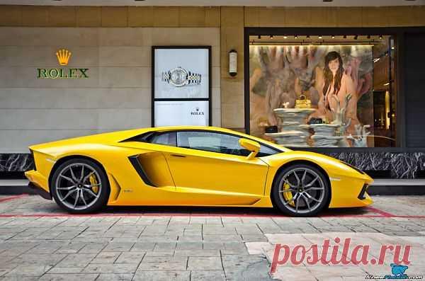 Yellow Lamborghini Aventador.