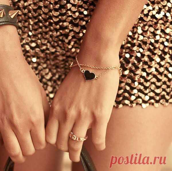 Премилый браслет с подвеской за $6 USD. Люблю такие изящные и необъёмные браслеты. А Вам какие больше нравятся?