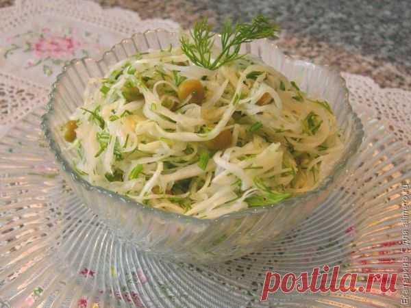 👌 Салат из капусты и зелёного горошка, рецепты с фото Часто нам хочется чего-то легкого как по вкусу, так и в приготовлении. Особенно зимой, когда свежие овощи являются роскошью, этот салат будет как нельзя кстати. Этот салат на свадь...