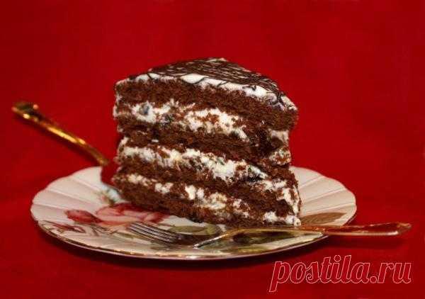 Шоколадный торт с черносливом.