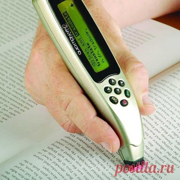 Для изучающих иностранные языки. Ручка сканирует текст и переводит ( обещают даже корректный перевод идиом и устойчивых выражений). $195 USD