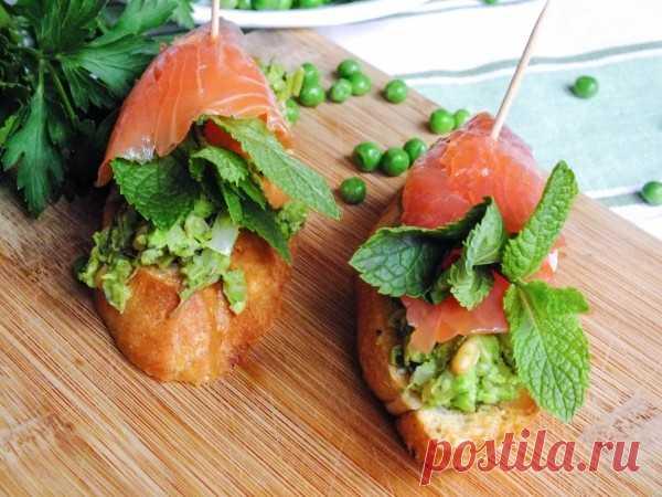 Салат из курицы и огурцов по-китайски.