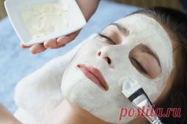¡El almidón ha sustituido botoks! | Mí Amable Recurrir a los pinchazos botoksa siempre llegaréis a tiempo. En vez de este medio prueben la máscara en base al almidón regular. Los conocedores hablan que el efecto de ella no es peor, que de los pinchazos. La máscara es destinada a la piel madura con los indicios del cansancio. Elimina maravillosamente las arrugas menudas y skladochki e hidrata la piel. Se prepara la máscara simplemente. Tomen 1 art. de l. El almidón de patatas, lo disuelvan en la mitad del vaso de agua y viertan en la cacerola. Zat...