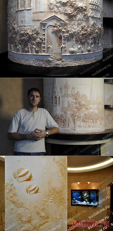 Серия рельефных работ из декоративной штукатурки. Все работы выполнены вручную без применения трафаретов и выкрашены монохромно в цвет интерьера.