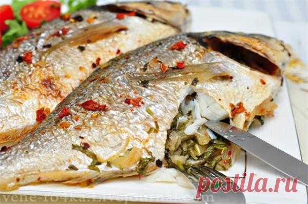 Рыба запечённая с кинзой.