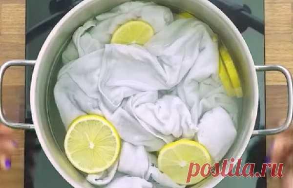Вскипятите белую футболку и кусочками лимона и получите невероятный результат — СОВЕТ !!!