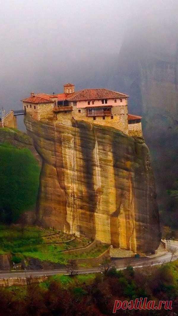 Монастырь на скале. Монастырь Русану, или Святой Варвары, Метеора, Греция