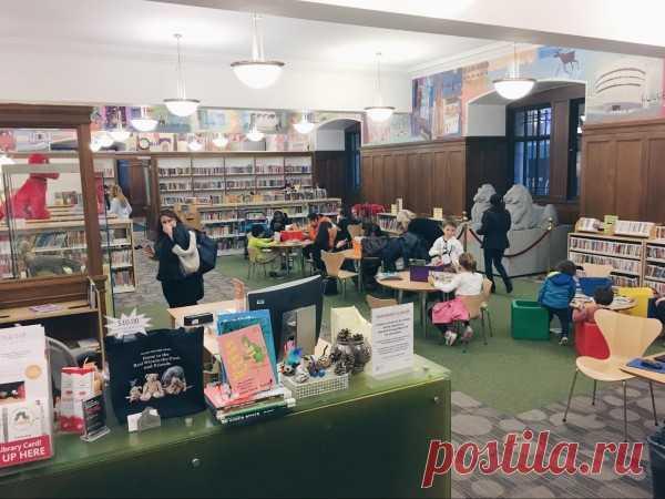 Фотообзор Нью-йоркской публичной библиотеки | Есть детский отдел, с ковролином, маленькими столами, детскими книжками.