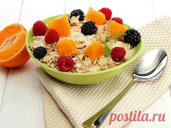 А ЧТО ВЫ ЕДИТЕ НА ЗАВТРАК?...  В детстве каждый из нас слышал, что завтрак является самым важным приемом пищи за день. Это верное утверждение.  Многие люди пропускают завтрак, и это не очень хорошая идея....