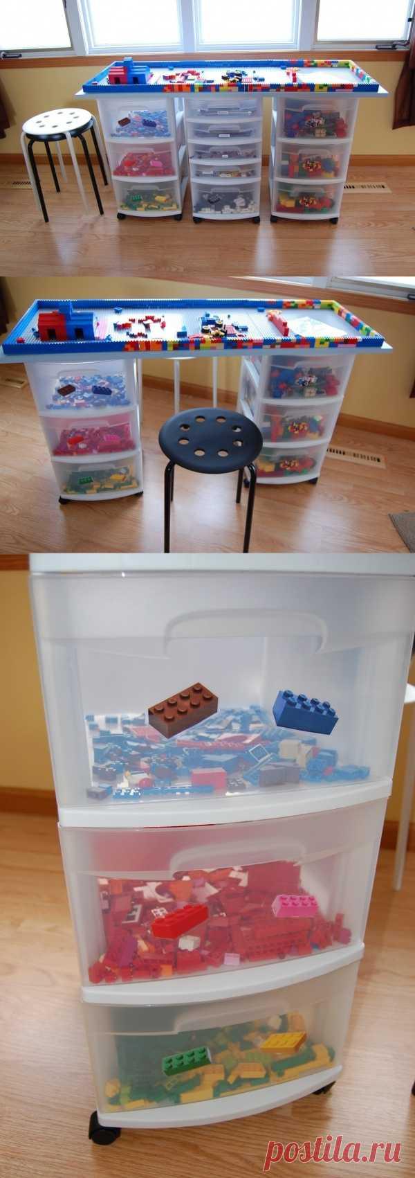 Стол из ящичков с общей столешницей для мелких игрушек.