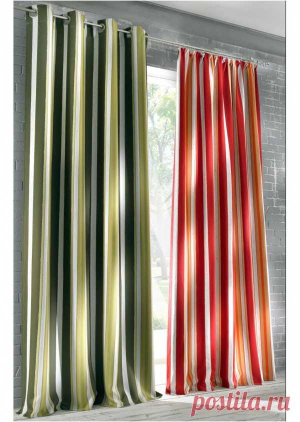Недавно говорили с вами про любимые шторы на люверсах и тренде на шторы в полоску. Кроме того, что это можно, это еще и полезно в интерьере. Продольные полосы делают комнату визуально выше!
