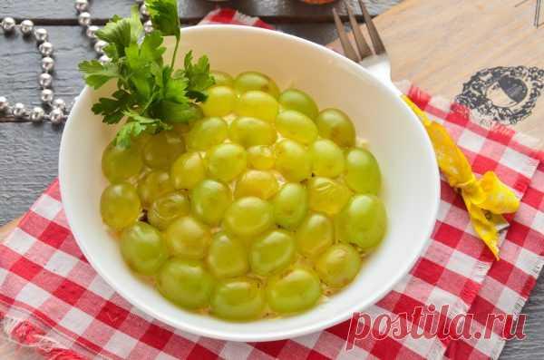 Салат с курицей, черносливом и виноградом Салат с курицей, черносливом и виноградом – легкое и вкусное блюдо, которое идеально подойдет для праздничного стола. Конечно, можно приготовить его в обычный день. Если заправлять салат йогуртом или …