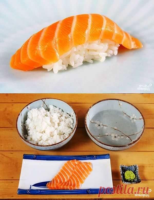 Классика японской традиционной кухни - суши с лососем. Не нужно идти в ресторан, чтобы приготовить обалденные суши с лососем - сделать это можно и в домашних условиях!