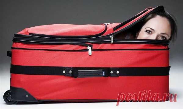 Американка Лесли Типтон быстрее всех умеет залезть в чемодан – за 5,43 секунды. Она же быстрее всех выбирается из чемодана, застегнутого на молнию, – за 7,04 секунды.