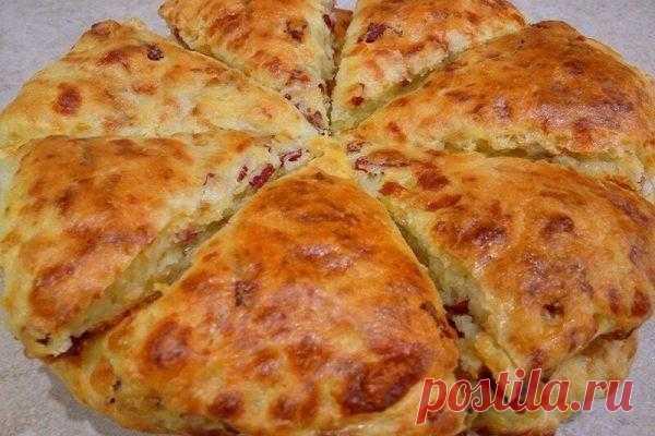 Сконы с сыром и колбасой: от такого перекуса еще никто не отказывался! | Краше Всех