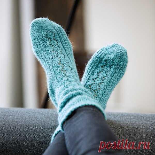 Вяжем голубые носочки