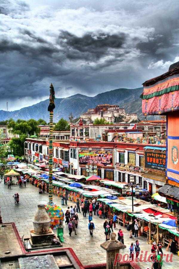 Лхаса – бывшая историческая столица независимого государства Тибет, на сегодняшний день является современным районом Чэнгуань, Китай