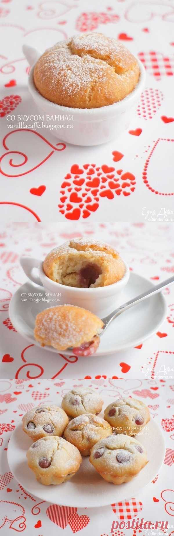 Gentle cakes with grapes and rice flour