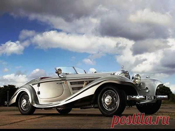 Это вершина предвоенного немецкого автомобилестроения. Mercedes-Benz 540K Special Roadster оснащался 5,4-литровым двигателем с турбокомпрессором и развивал скорость до 180 км/ч. Всего было произведено 26 автомобилей, среди покупателей – Геринг и Геббельс.
