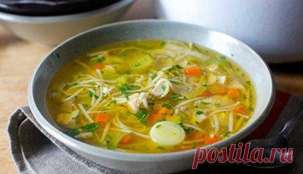 Куриный суп с секретом. Пальчики оближешь Представляем вам рецепт куриного супчика с вермишелью. Секрет супа будет заключаться в предварительной обработке самой вермишели. Эта обработка позволит сделать ее плотнее и не даст ей «раскваситься»,…
