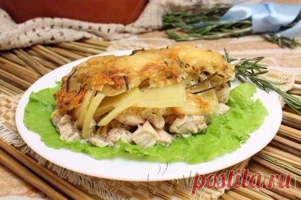 Куриное филе в духовке под картофелем в сливочном соусе