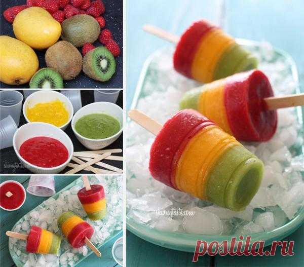 Замороженный сок в домашних условиях. Просто и вкусно. Для это понадобятся фрукты, сахар, вода, пластиковые стаканчики и палочки.