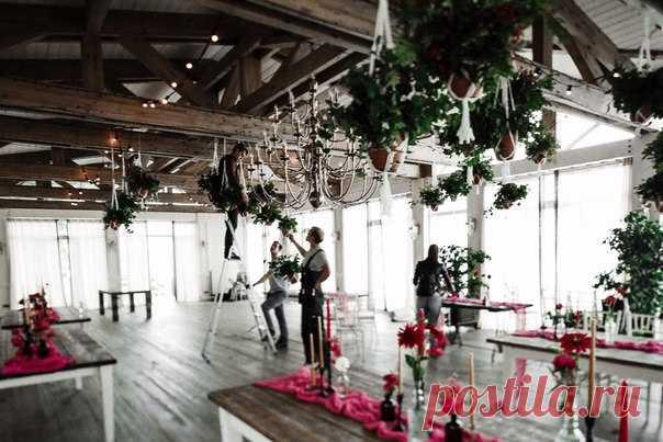 Свадьба Даши и Андрея получилась теплым семейнымпраздником, на котором все гости чувствовали себя как дома. Вся серия: