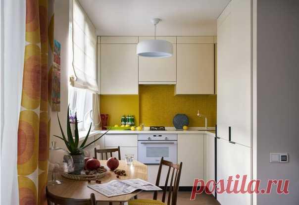 Какая кухня нравится больше? Планировка похожа, но разные по цветам и растановке. Желтая создает более радостное впечатление, Другая - более строгая.