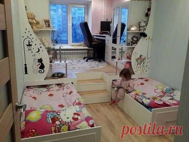 Подиум в детской комнате сэкономит пространство и детям будет весело!