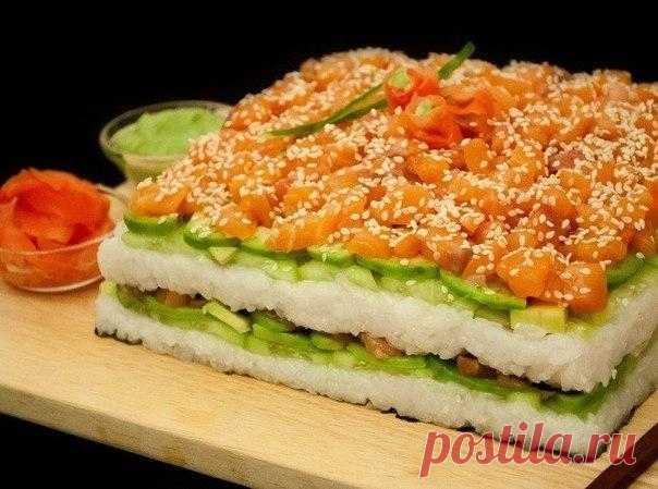 Суши-торт своими руками  Для сворачивания суши и роллов требуются определенные навыки и опыт. А суши-торт готовится гораздо проще и быстрее.  Ингредиенты: Показать полностью…