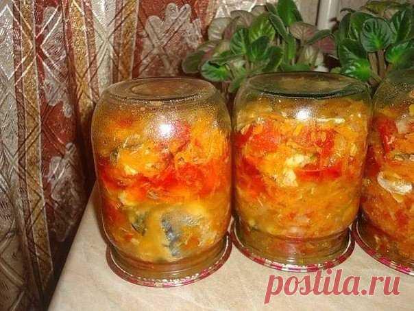 ЗАКУСКА НА ЗИМУ С РЫБКОЙ  6 скумбрий, 1 кг лука, 1,5 кг моркови, 2 кг помидор, соль 2 ст. ложки без горки, сахар 180 гр., раст. масло 1 стакан, перец, лавровый лист.  Лук порезать, морковь через терку, добавить масло, соль, сахар и тушить 10 мин. Затем добавить порезанные помидоры и еще тушить 15 мин. Добавляем порезанную скумбрию порезанную кружочками по 1 см ( я хребет отделяла и резала примерно по 5 см), перец, лаврушку и варить 1,5 часа. В конце варки добав...