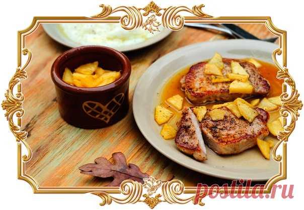 Жареная свинина с яблочным соусом (рецепт на скорую руку)  Мясо получается аппетитным и сочным, а ароматный соус с кусочками фруктов и лёгкими нотками имбиря отлично подчёркивает его вкус.  Время приготовления: Показать полностью…