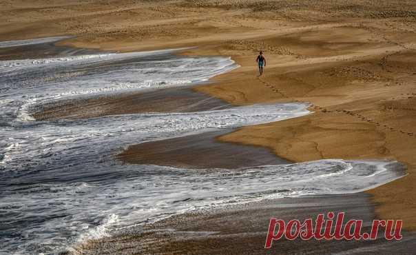 Языки океана, жадно лижущие берег, в объективе фотографа АБ: nat-geo.ru/community/user/185902/
