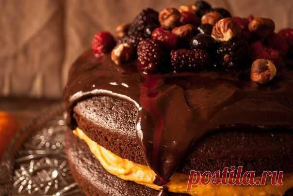 Шоколадный торт с начинкой из тыквы и ароматом кофе.