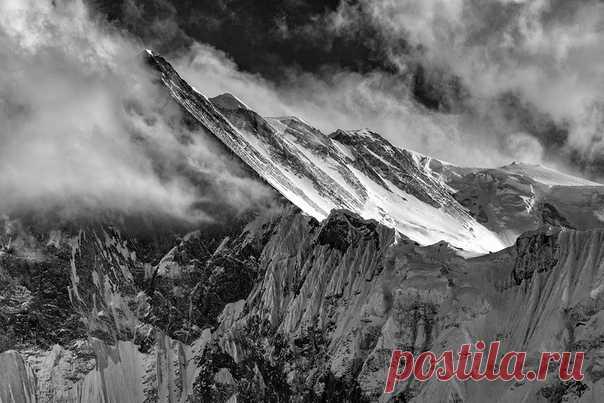 Большие горы. Регион Аннапурны, Непал. Автор фото – Алексей Заводский: nat-geo.ru/photo/user/15184/